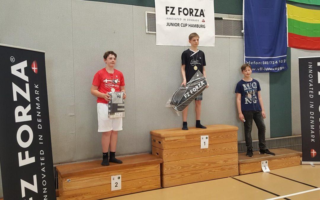 Dominik gewinnt beim FZ Forza Junior Cup